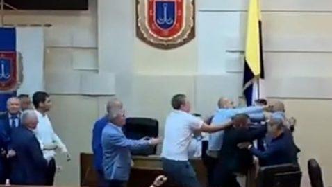 В одесском облсовете подрались депутаты (видео)