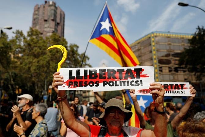 Протесты в Каталонии: украинцам рекомендуют не ехать в Барселону