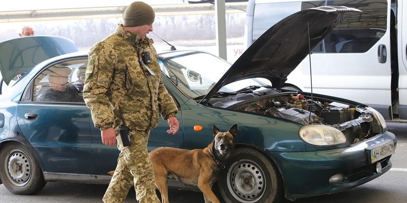КПВВ Марьинка возобновил работу после обстрела