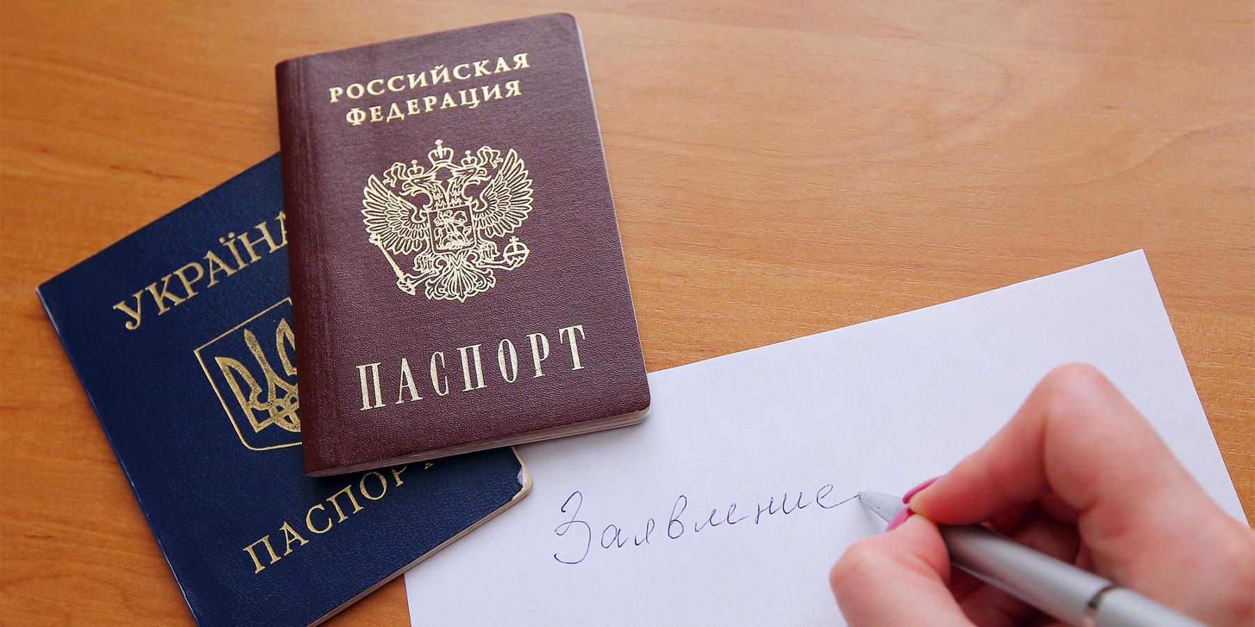 Заступились за Казарина? МИД оправдал получение крымчанами российских паспортов