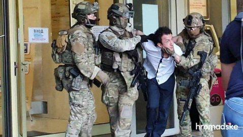 Объявил джихад и призвал к арестам. Стали известны требования киевского террориста