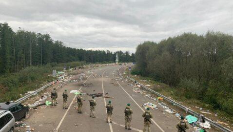 Хасиды освободили КПП в Яриловичах, пункт заработает после уборки мусора