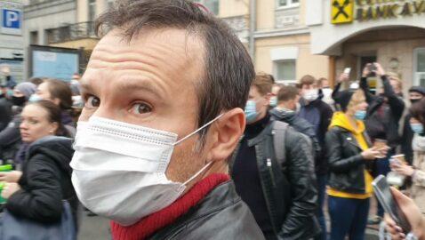 Вакарчук пришёл к митингующим, которые выгоняют судей в Ростов