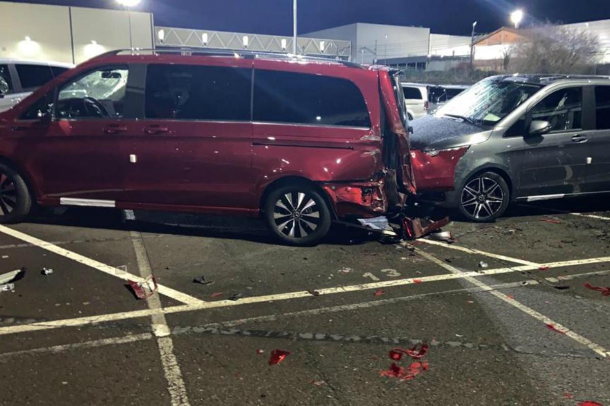 Уволенный сотрудник Mercedes разбил бульдозером более 50 новых авто