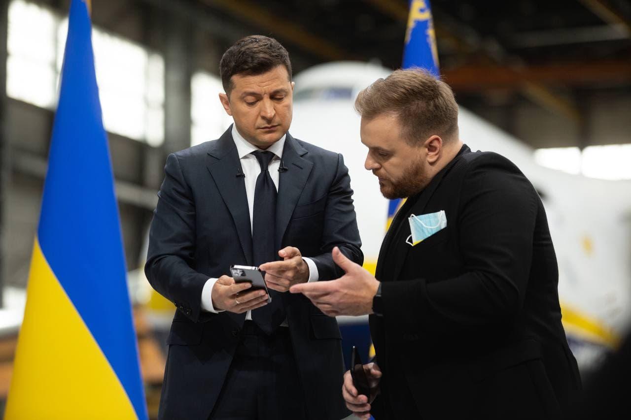 Назаров рассказал, в каком мессенджере Зеленский переписывается с Дугарь