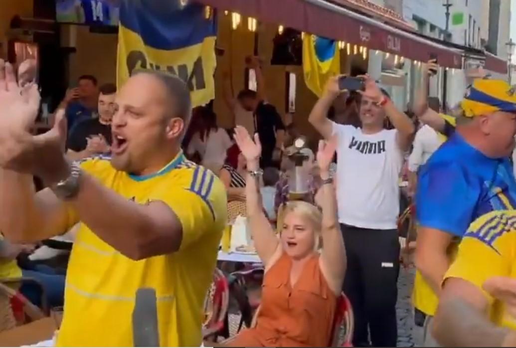 Украинские и австрийские фанаты спели «Путин — ху@ло» перед матчем Евро-2020